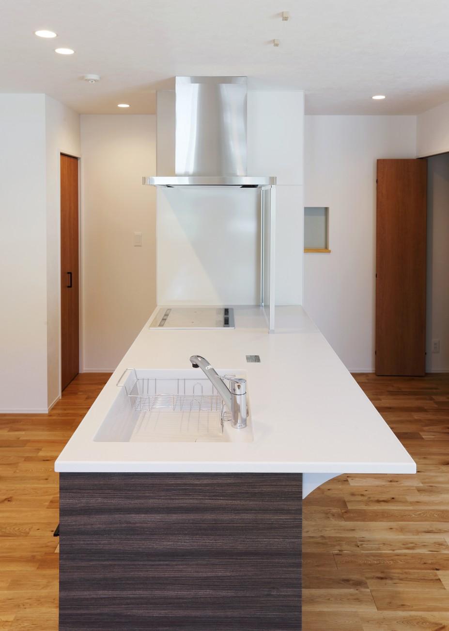 黒とオークのツートンがかっこいいお家、注文住宅Simple Box +Box(シンプルボックル+ボックス) 08