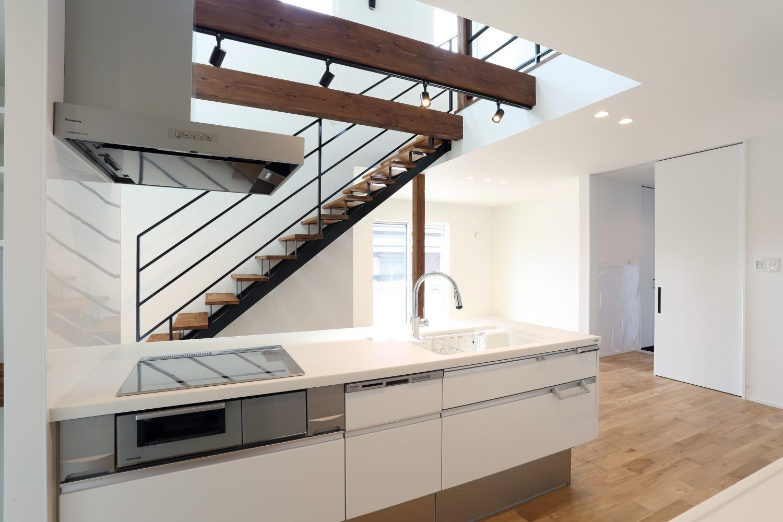 キッチン上部に吹き抜けがある注文住宅Simple Box06
