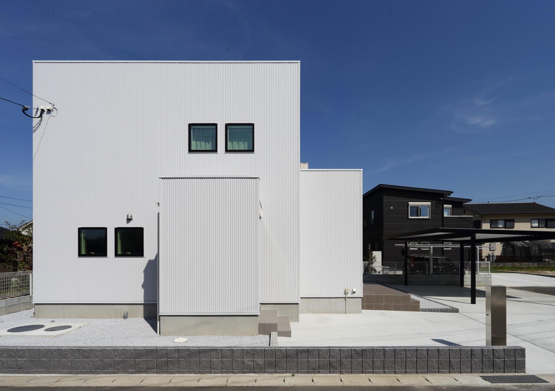 キッチン上部に吹き抜けがある注文住宅Simple Box01
