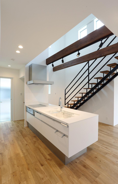キッチン上部に吹き抜けがある注文住宅Simple Box04