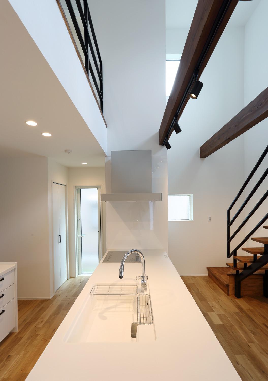 キッチン上部に吹き抜けがある注文住宅Simple Box05