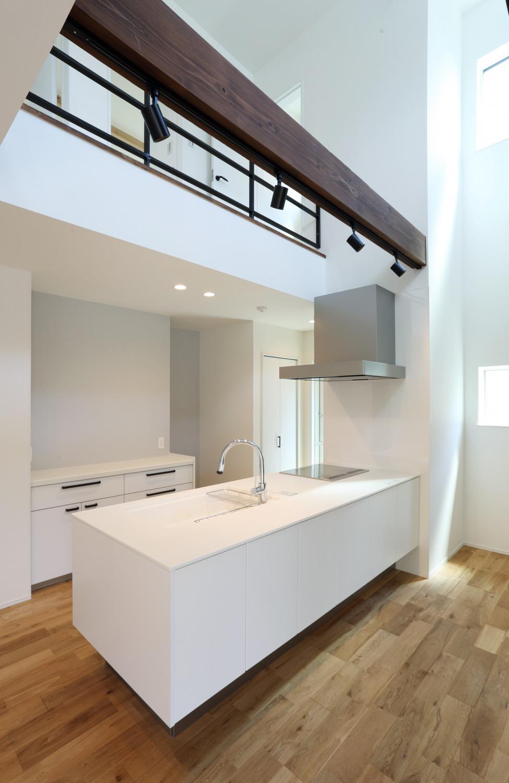 キッチン上部に吹き抜けがある注文住宅Simple Box11