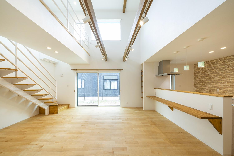 ホワイトの外観に木がアクセントのナチュラルな四角いお家、注文住宅Simple Box08