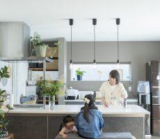 ママが思い描いた理想の家。快適な間取りは家族への愛の家。SimpleBox+Box